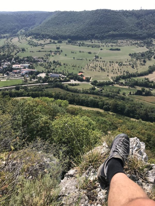 Meine kurze Raststätte mit toller Aussicht auf der Felsenrunde der Löwenpfade