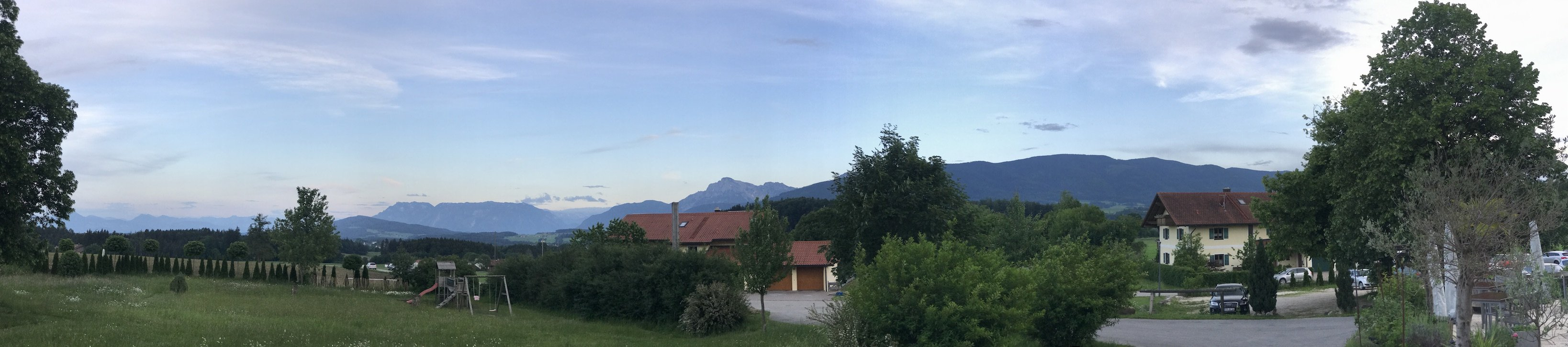 Bergpanorama vor dem GUT EDERMANN - einfach herrlich, oder?