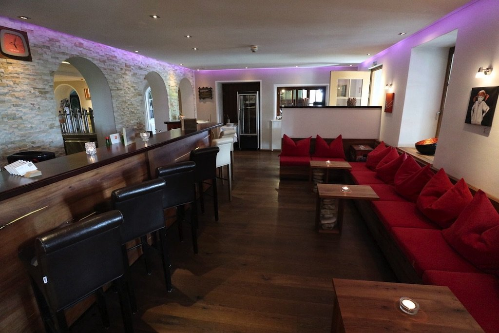 Die schöne gemütliche Bar im GUT EDERMANN