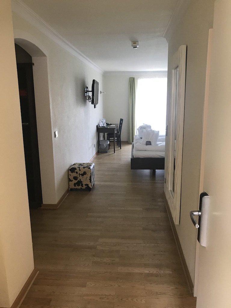 Der erste Blick in mein Zimmer im Hotel GUT EDERMANN verheißt Gutes