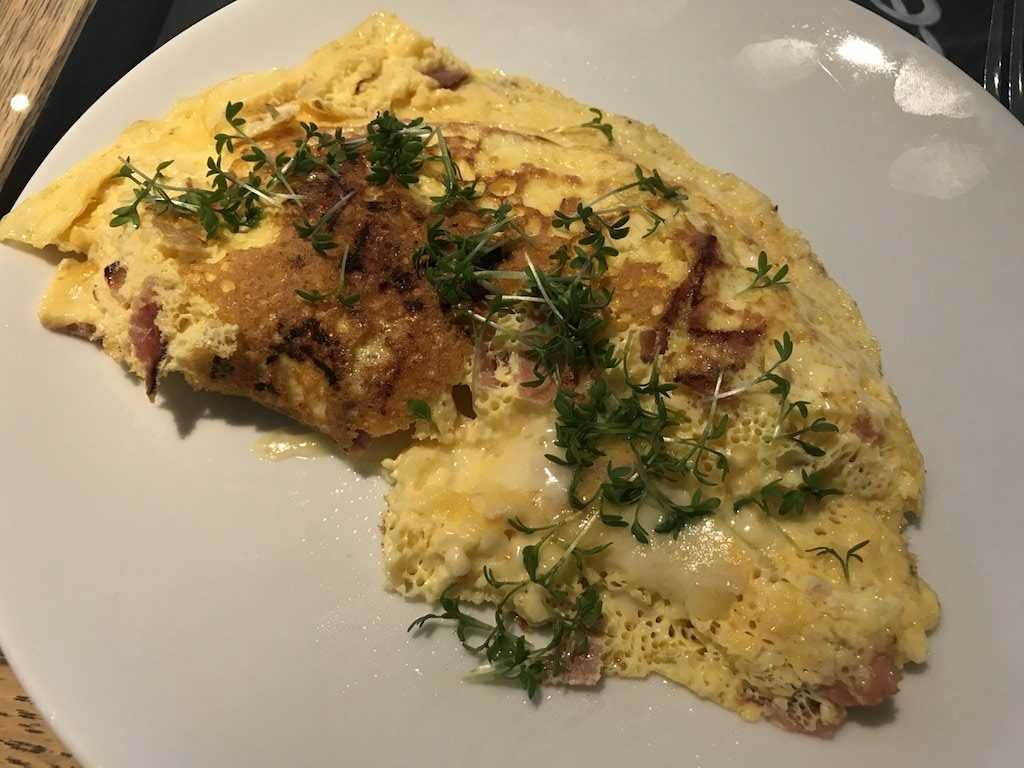 Omelette mit Käse zum Frühstück im GUT EDERMANN