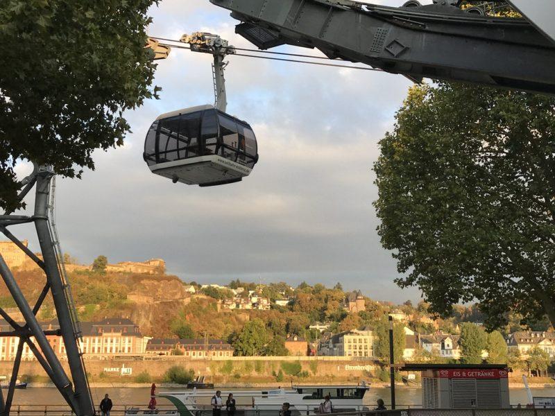 Kabine 11 kommt vom Berg in die Talstation der Koblenzer Seilbahn