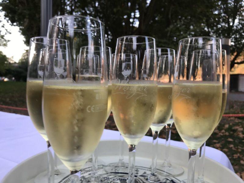 Sekt zur Begrüßung der Fliegenden Weinprobe der Koblenzer Winzer