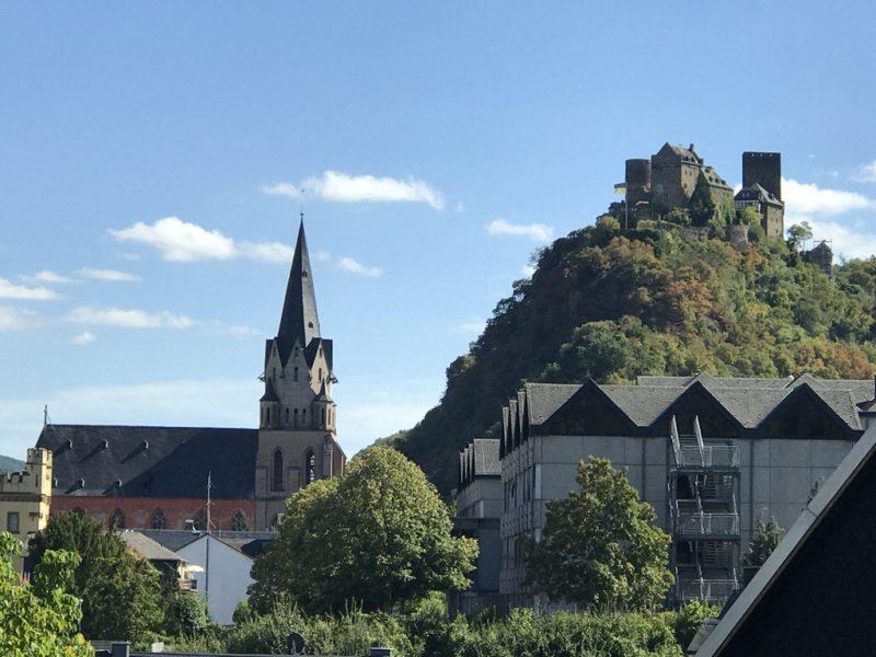 Katholische Liebfrauenkirche und die Schönburg Oberwesel