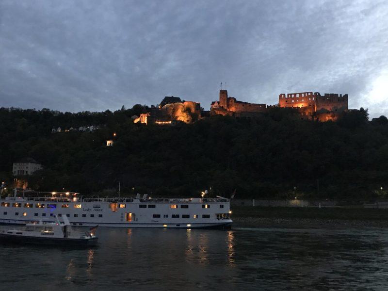 Burg Rheinfels oberhalb von St. Goar illuminiert bei Rhein in Flammen 2018 (Oberwesel)