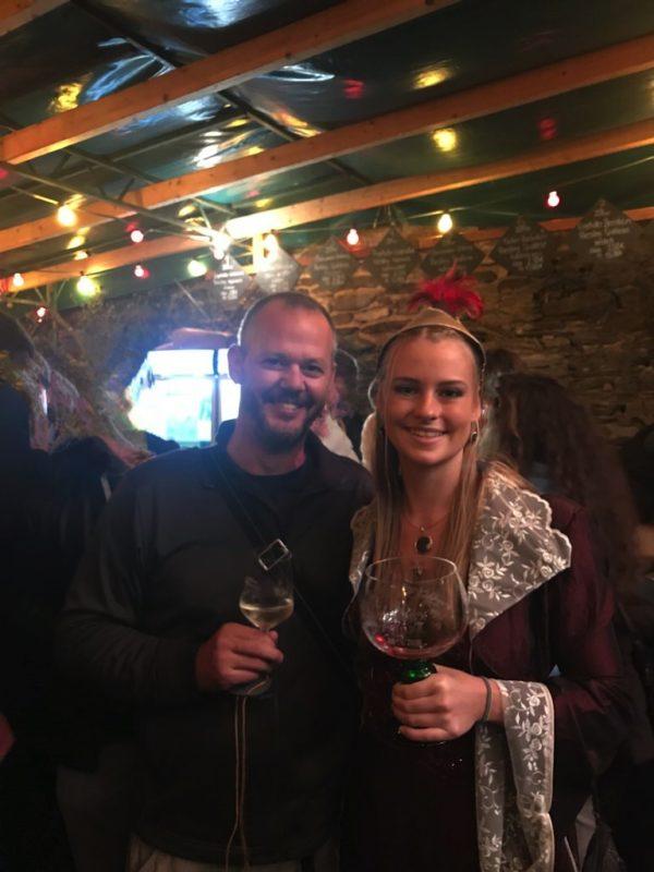 Die Weinhex Oberwesel Anna II. und ich auf dem Weinmarkt Oberwesel 2018 nach Rhein in Flammen