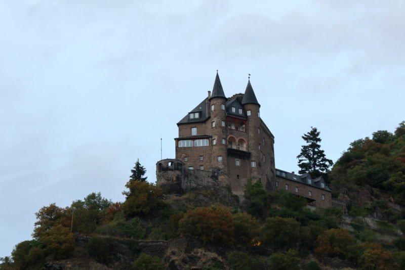 Eine der zahllosen Burgen am Mittelrhein