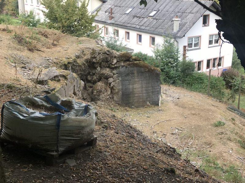 Da schaut noch eine Bunkeranlage raus...