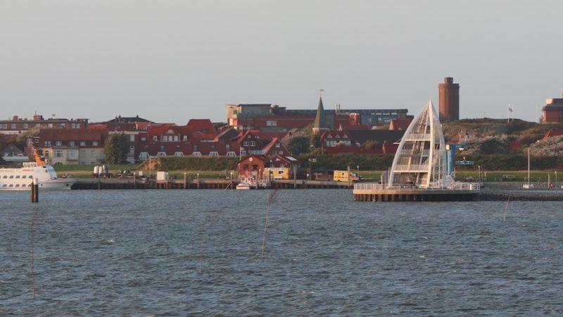 Der Hafen von Juist bei der Anfahrt mit der Fähre