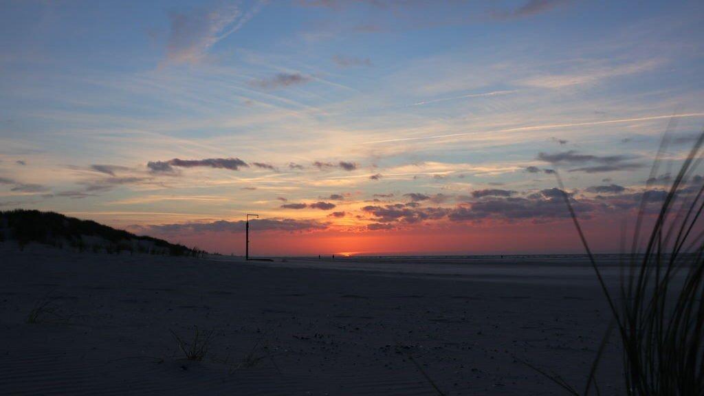 Sonnenuntergang auf Juist am Strand