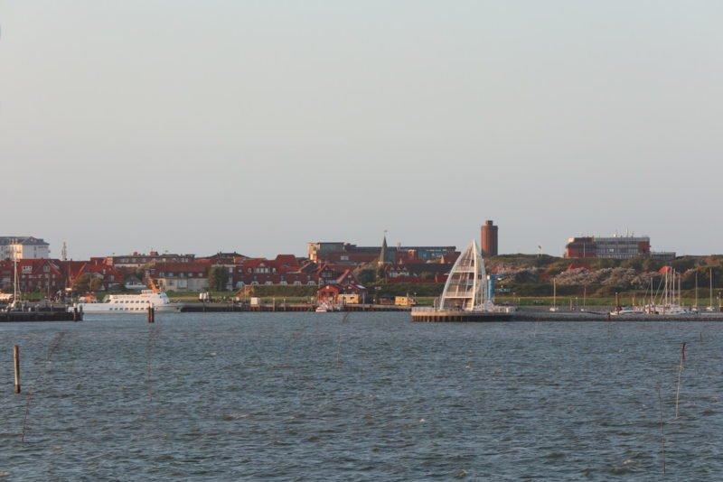 Einfahrt mit der Fähre in den Hafen von Juist