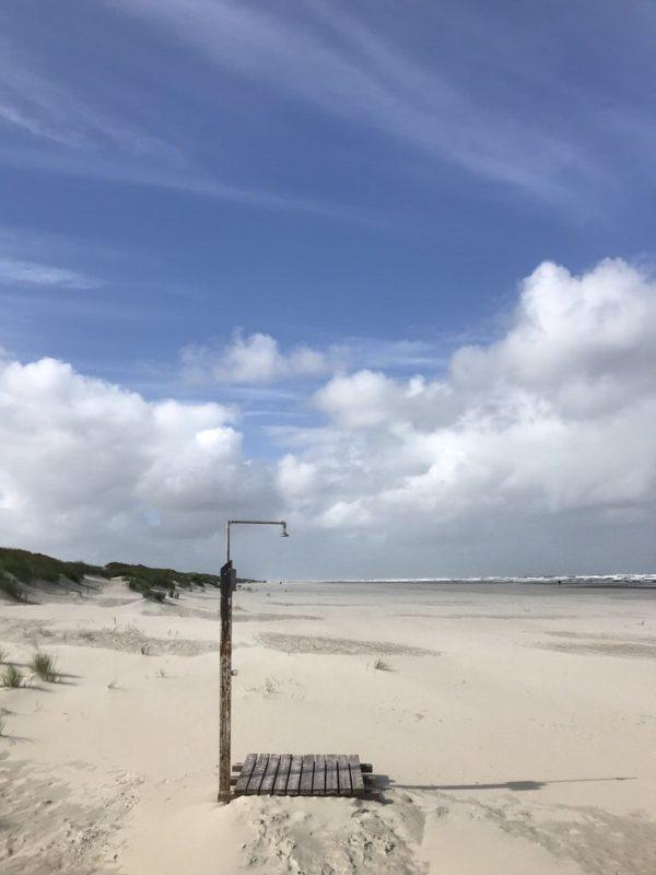 Eine einsame Dusche am Juister Strand
