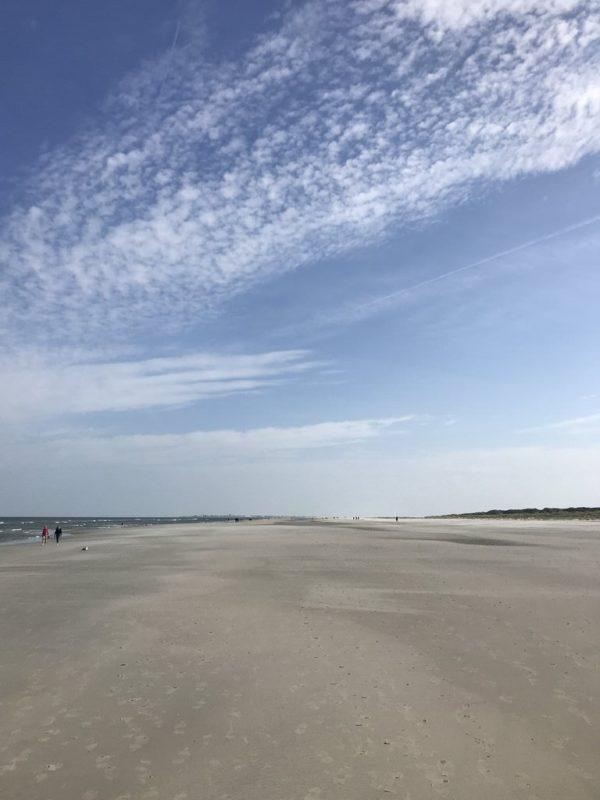 Endloser Strand auf Juist - und was für ein tolles Wetter, blauer Himmel und weißer Strand