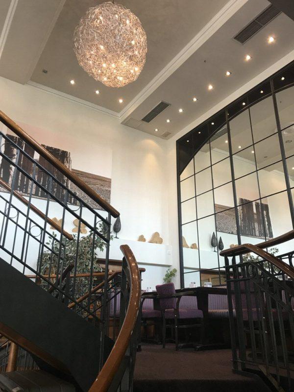 Die Treppe in den oberen Bereich des Café Baumanns auf Juist