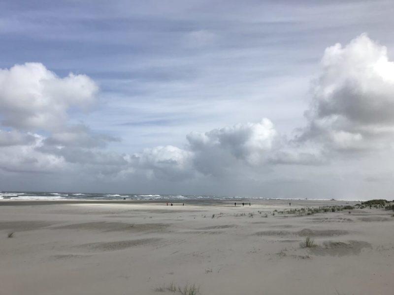 Wolken türmen sich auf am Juister Strand