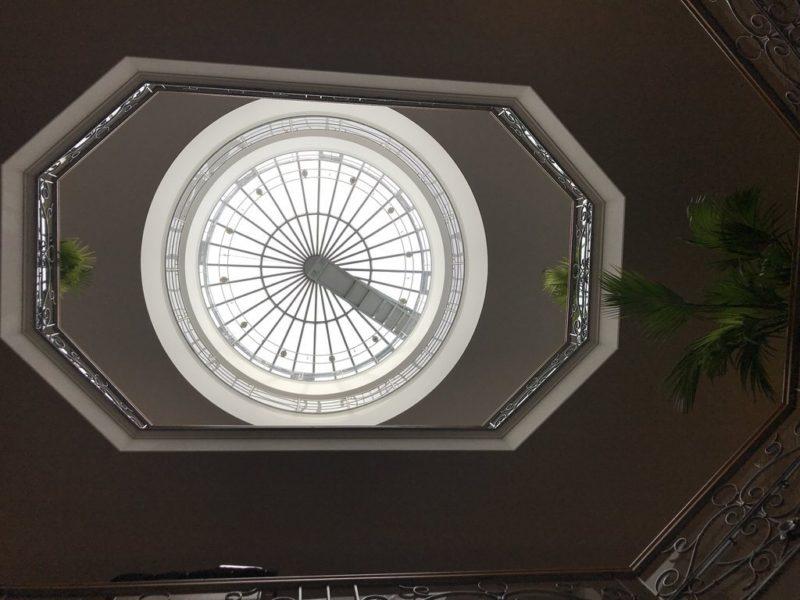 Mein Blick nach oben zur Kuppel im Strandhotel Kurhaus Juist