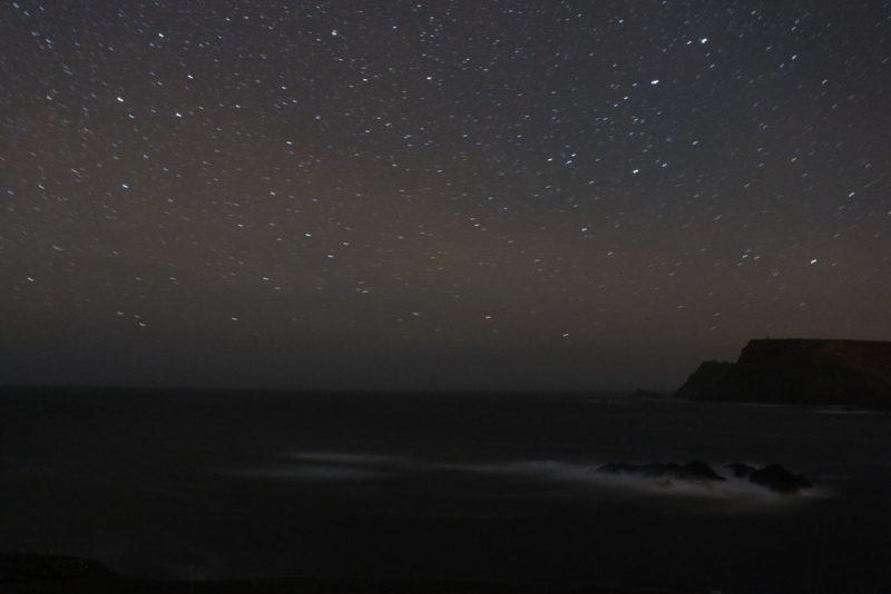 Nachtaufnahme von den Klippen von Glencolumbkille