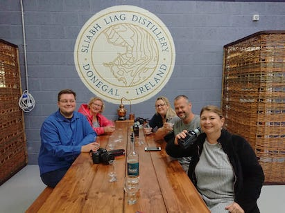 Ein Teil der BloggerWG Irland beim Gintasting in der SliabhLiag Distillery