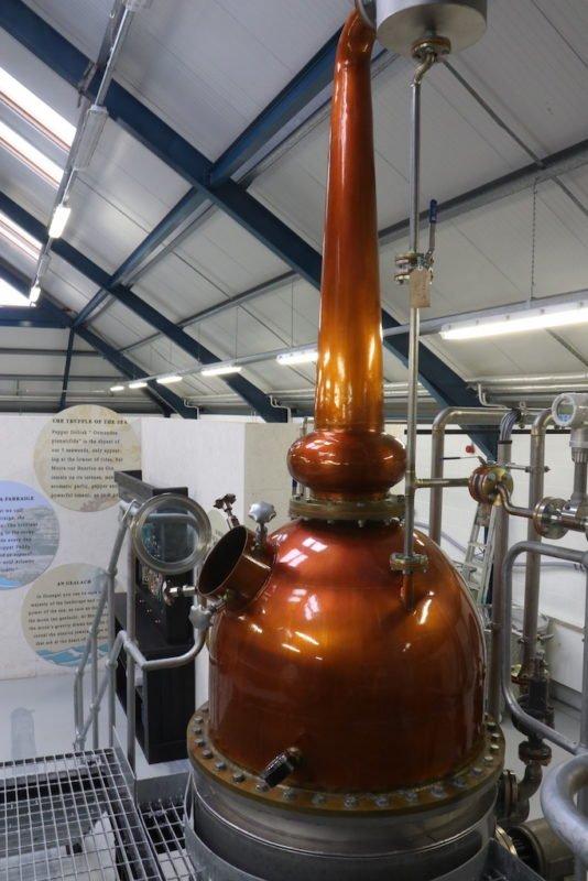 Der/die Brennkessel Maeve in dem der An Dúlamán Gin gemacht wird