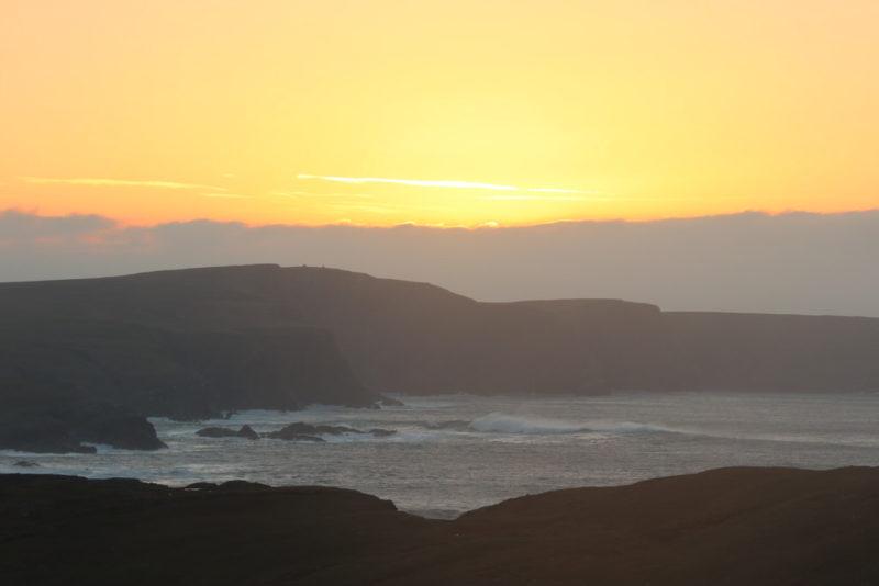Sonnenuntergang über dem Strand von Glencolumbkille