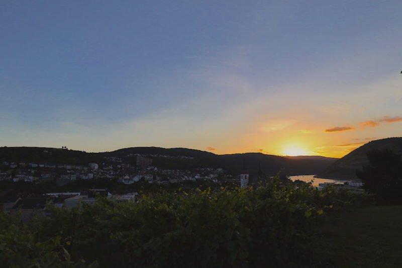 Sonnenuntergang am Freitagabend bei Bingen swingt 2018 auf der Burg Klopp