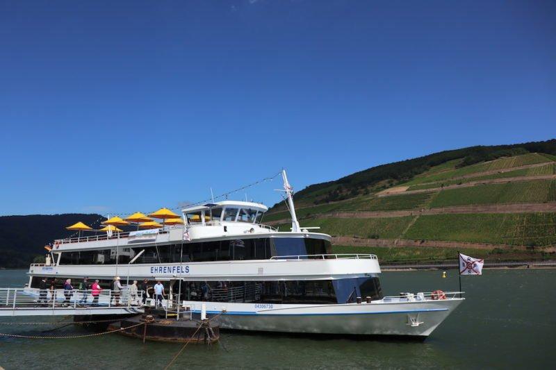 Die MS Ehrenfels steht als Riverboat-Shuffle 2018 bei Bingen swingt bereit zum Zustieg