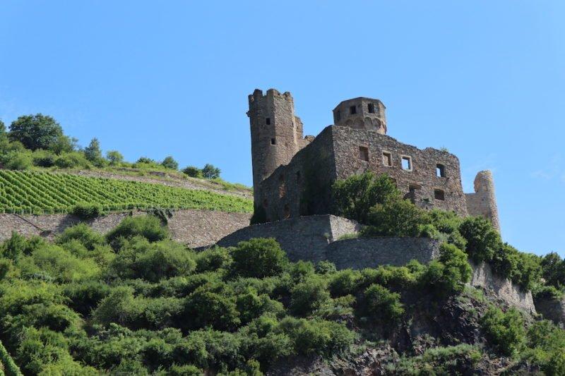 Ruine Burg Ehrenfels vom Rhein aus auf dem Riverboat-Shuffle