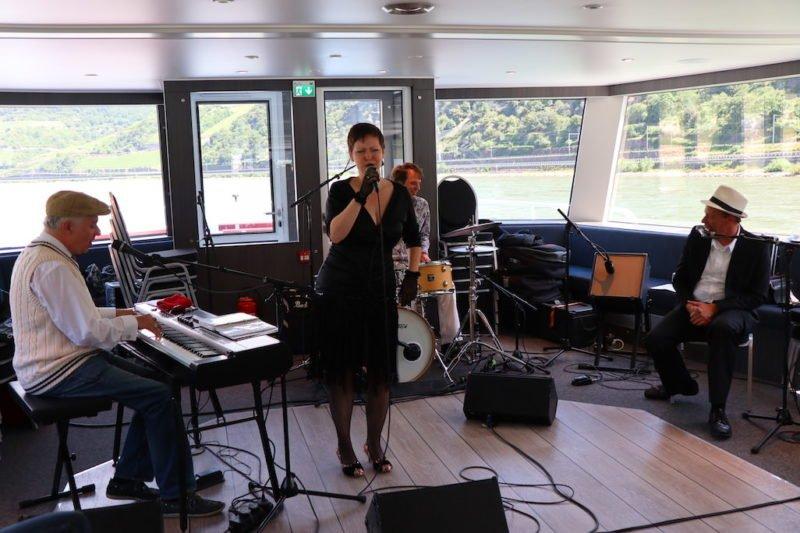 Christian Christl Vintage Blues Quartett mit der tollen Sängerin Scarlett Andrews machen den Auftakt der Riverboat Shuffle 2018 bei Bingen swingt