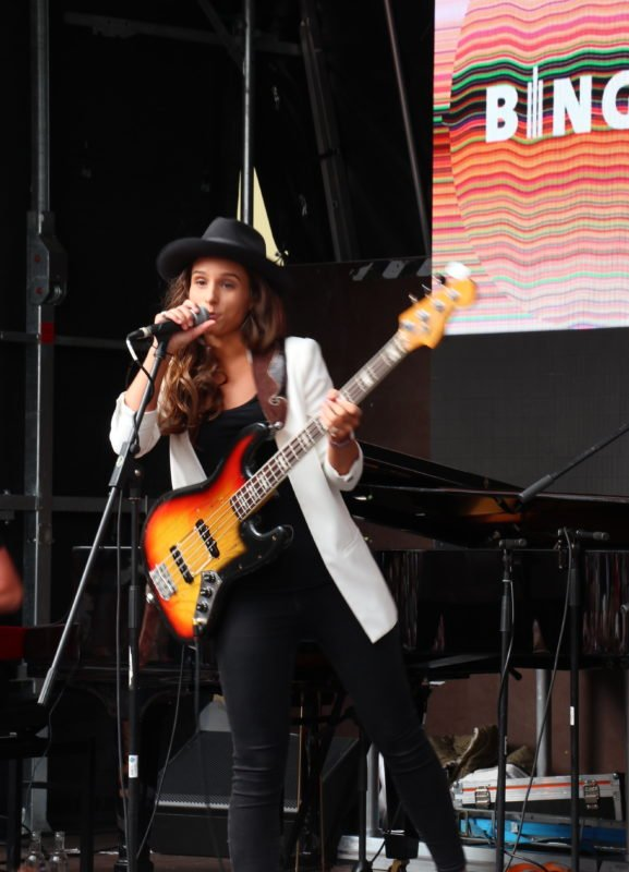 Kinga Glyk am Mikrofon bei Bingen swingt 2018