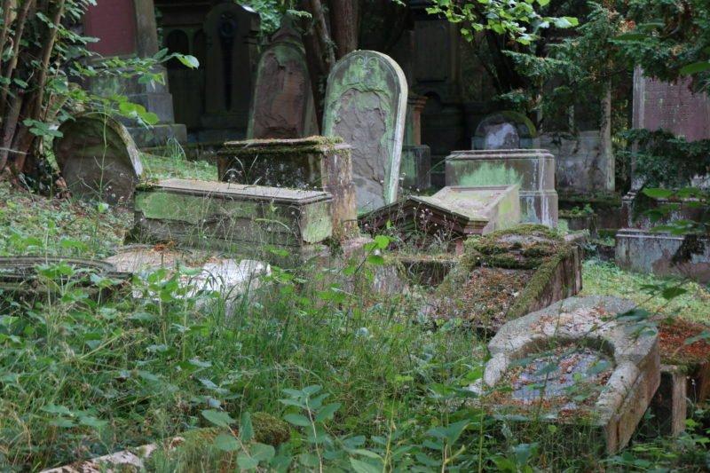 Die Zeit nagt an jedem Jüdischen Friedhof wie hier in Bingen