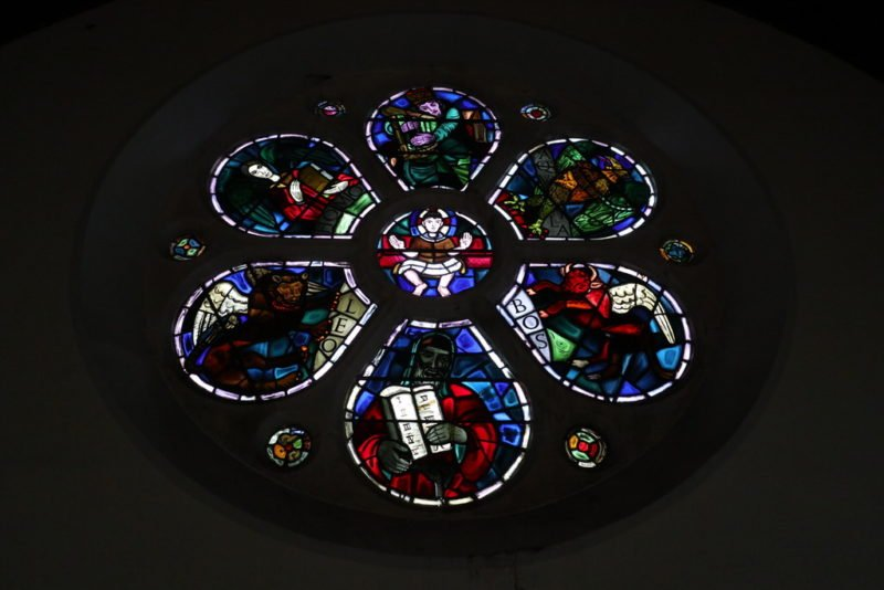 The Rose Window von Evie Hone in der Holy Family Church von Ardara