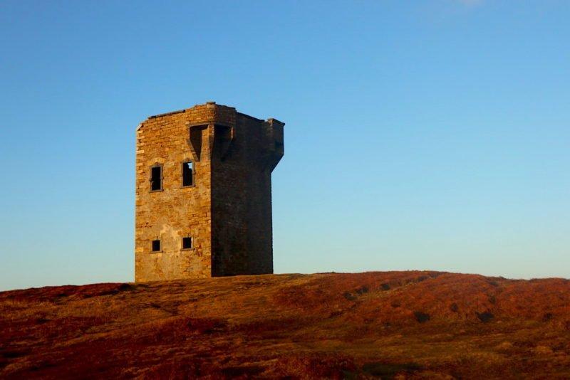 Der alte Leuchtturm oberhalb von Glencolumbkille