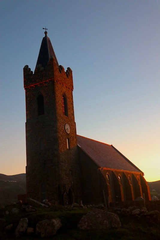 Church of Ireland in Glencolumbkille im Sonnenaufgang