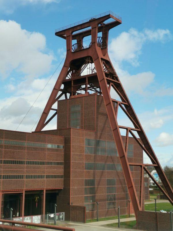Schachtturm Schacht XII von der Rolltreppe aus fotografiert