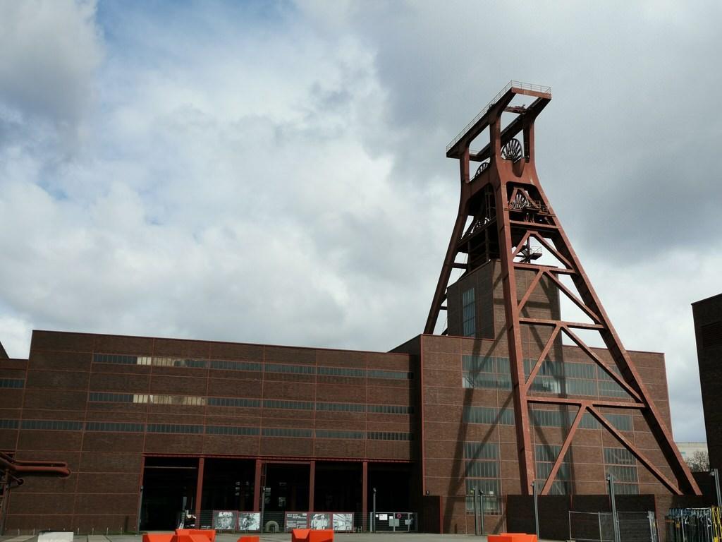 Schachtturm über Schacht XII der Zeche Zollverein Essen