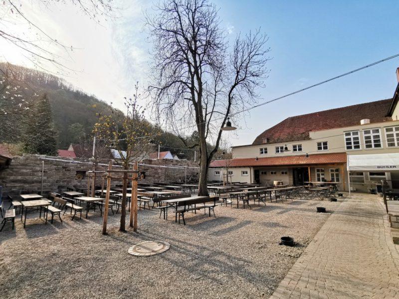 Biergarten der Brauereigaststätte Göller in Zeil noch fehlt ein wenig der kühlende Schatten