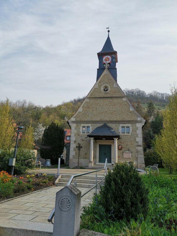 eine Kirche am Wegesrand in Zeil