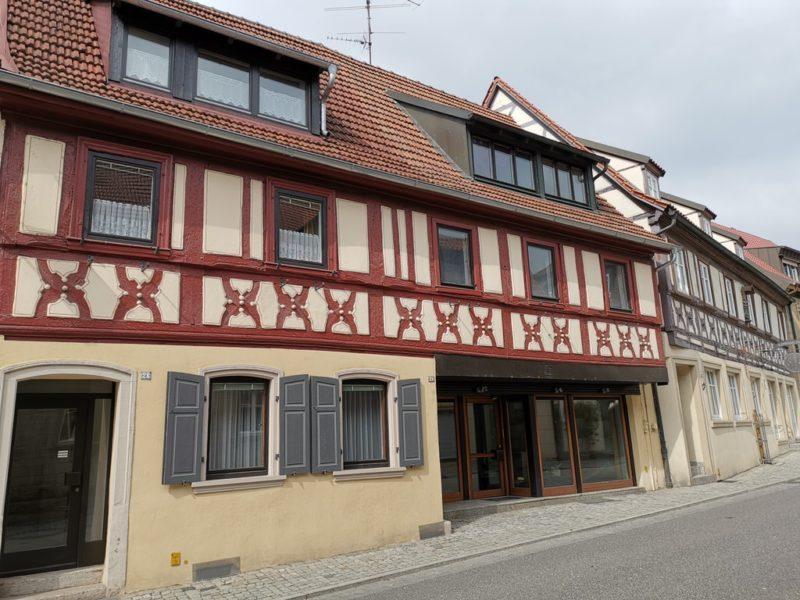 Das vordere Fachwerkhaus hier von dem Bild von der Hauptstrasse von Zeil aus der Nähe