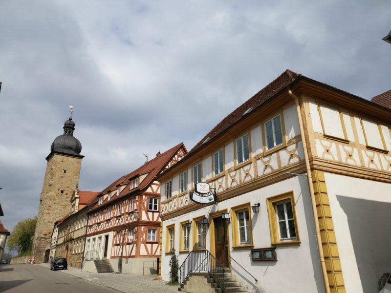 Und noch mehr Fachwerkhäuser in Zeil - und mit dem Turm hat es eine Bewandtnis...