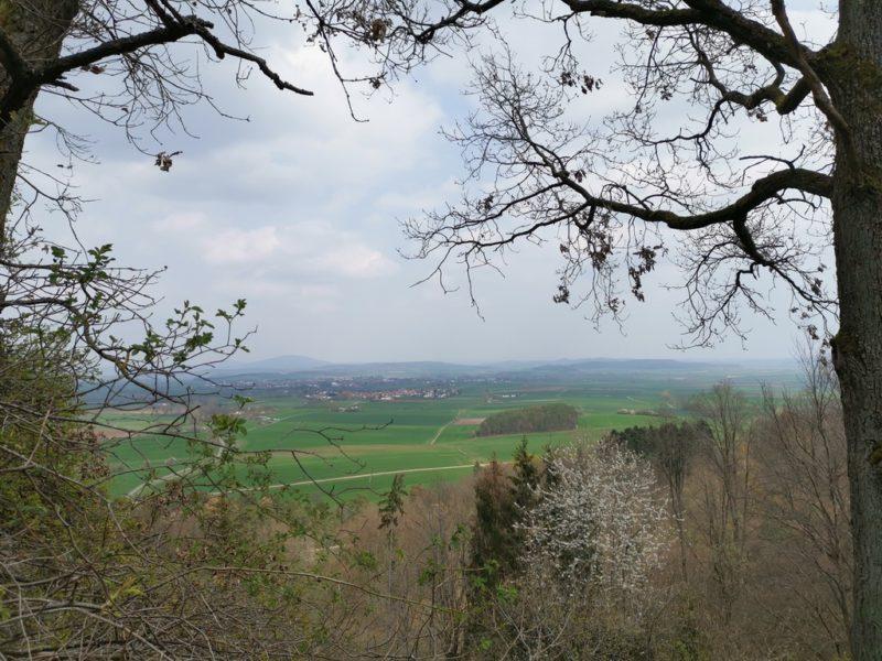 Die Aussicht über die Haßberge am Aussichtspunkt Annaberg bei Sulzfeld