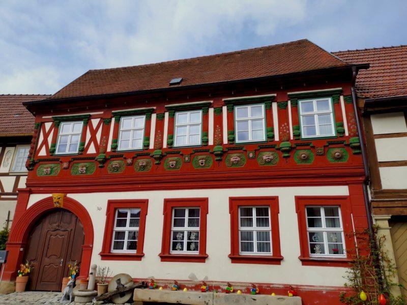 Auch rote Fachwerkhäuser gibt es hier in Königsberg