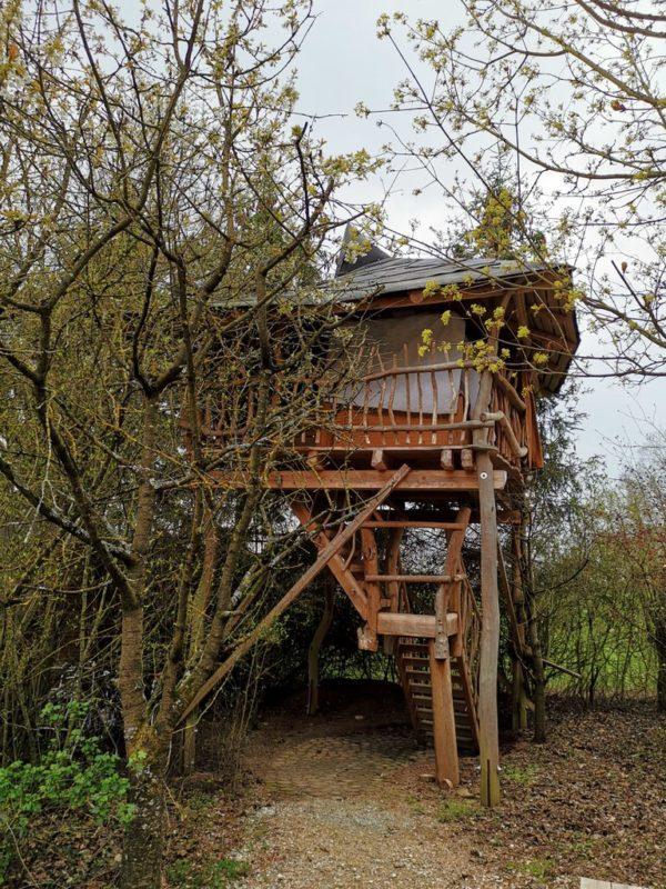 Eines der Baumhäuser im Schäferwagenhotel in Leinach