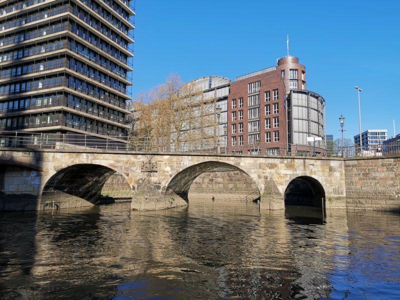 Steinbrücke auf unserer Fleetfahrt in Hamburg