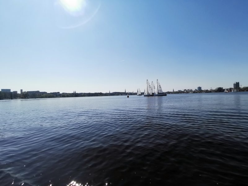 Die Außenalster mit Segelbooten