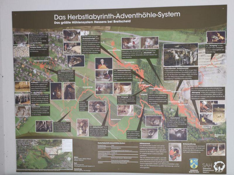 Infotafel zum Herbstlabyrinth-Adventshöhlen-System
