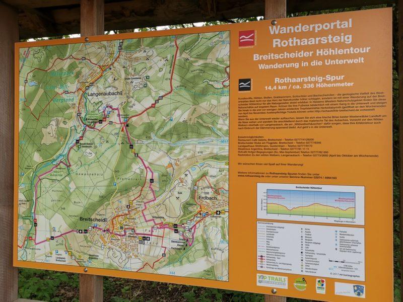 Infotafel zur Rothaarsteig-Spur Breitscheider Höhlentour am Wanderparkplatz Wildweiberhäuschen