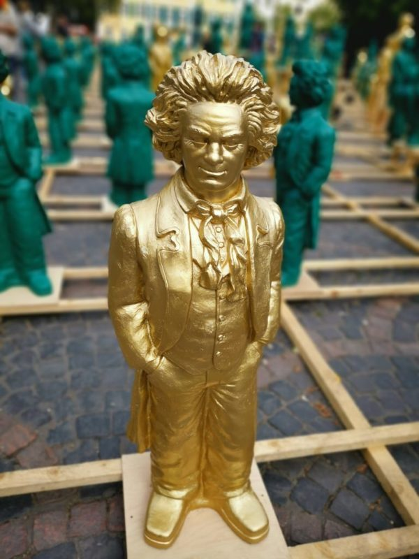 Ein goldener Beethoven von Ottmar Hörl in Bonn