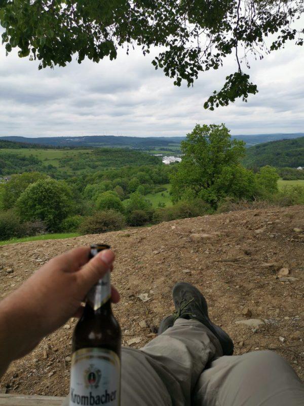 Und mit Bier auf der Rothaarsteig waldliege ist die Aussicht nochmal besser ;)