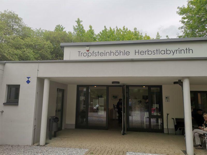 Kassen- und Kioskraum der Tropfsteinhöhle Herbystlabyrinth