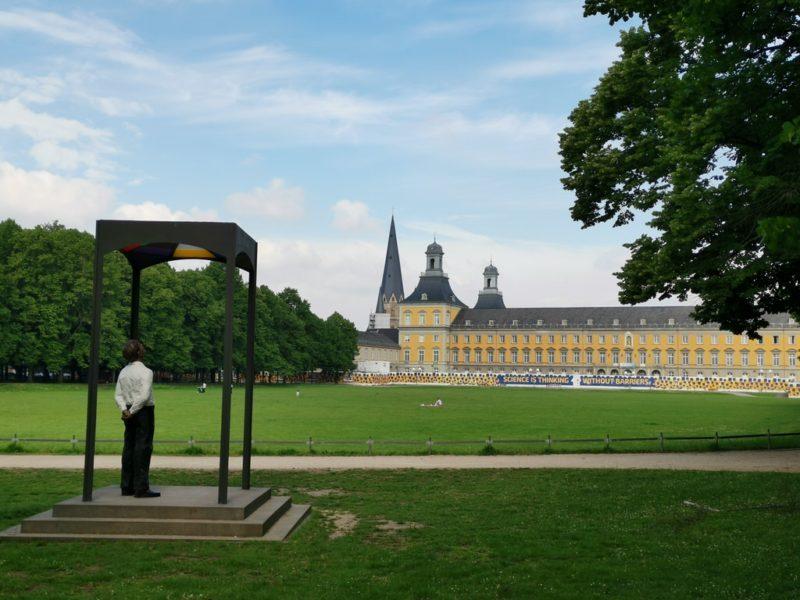 Das kurfürstliche Schloss in Bonn aus der Ferne